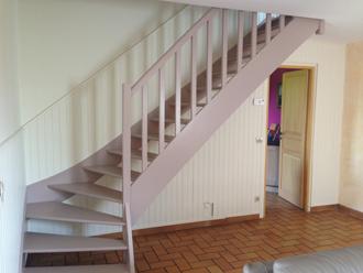 Faites disparaitre lambris et escalier trop imposants